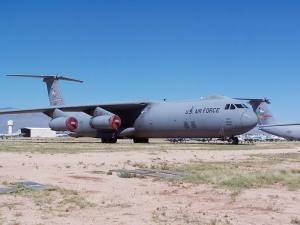 Lockheed C-141 Starlifter_4